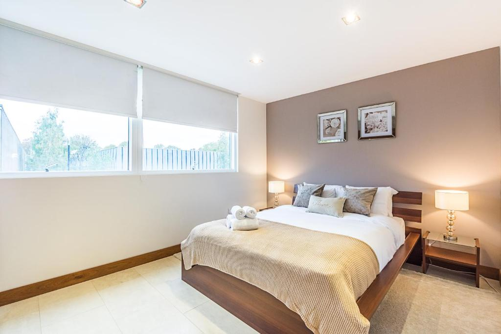 A bed or beds in a room at CDP Apartments - Bell Street 4