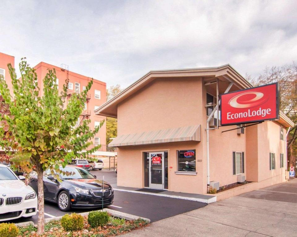 Econo Lodge City Center Portland Or Booking Com