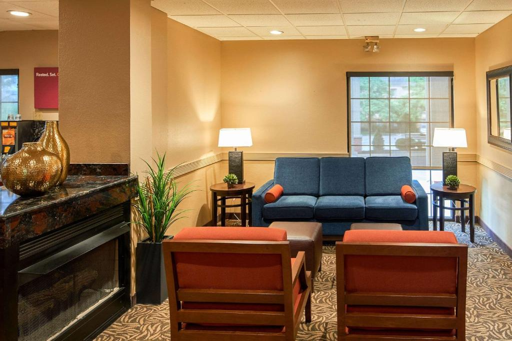 Hotel Comfort Suites Near Penn State State College Pa Bookingcom