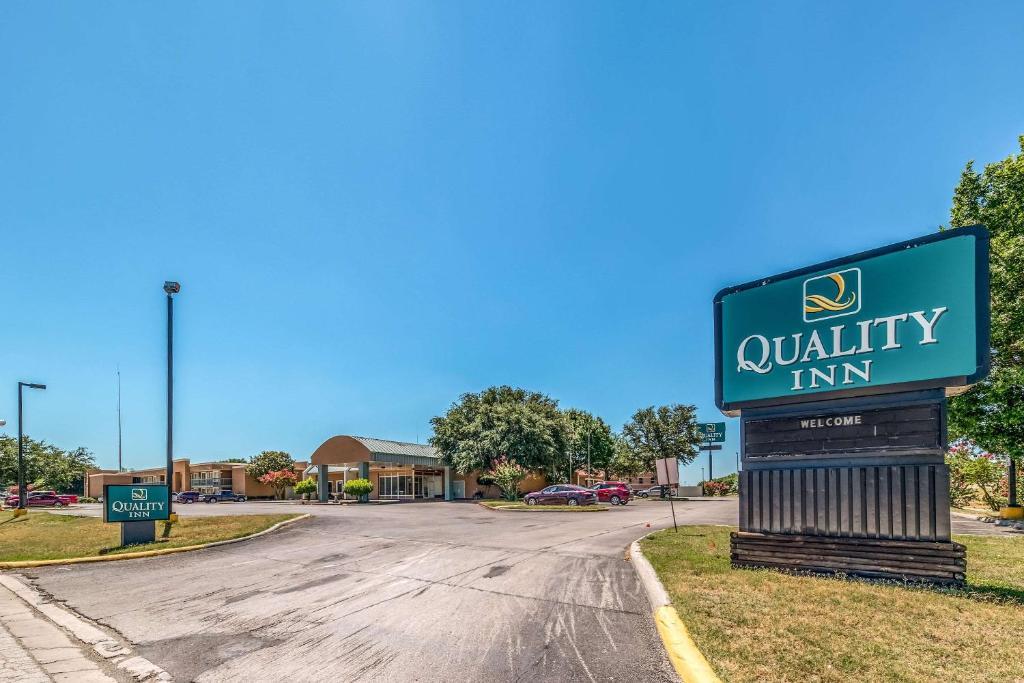 Quality Inn Gainesville Tx Bookingcom