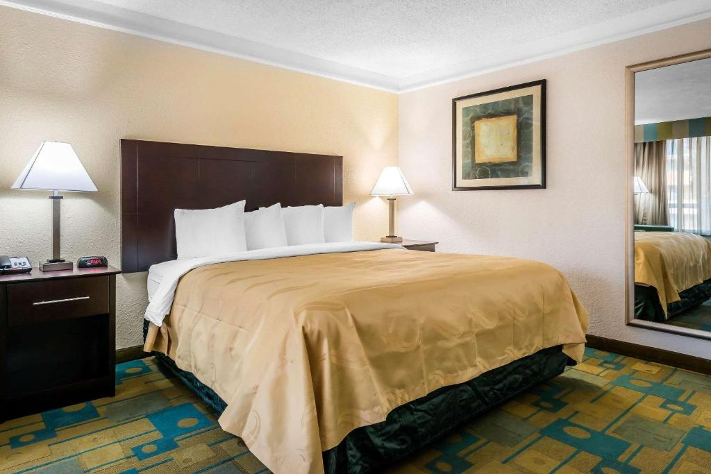 A Bed Or Beds In Room At Quality Inn International Drive Orlando