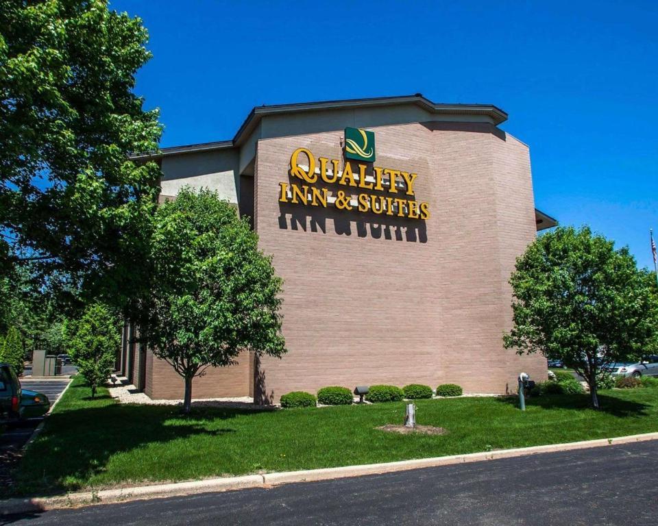 Quality Inn Suites Peoria Il Bookingcom