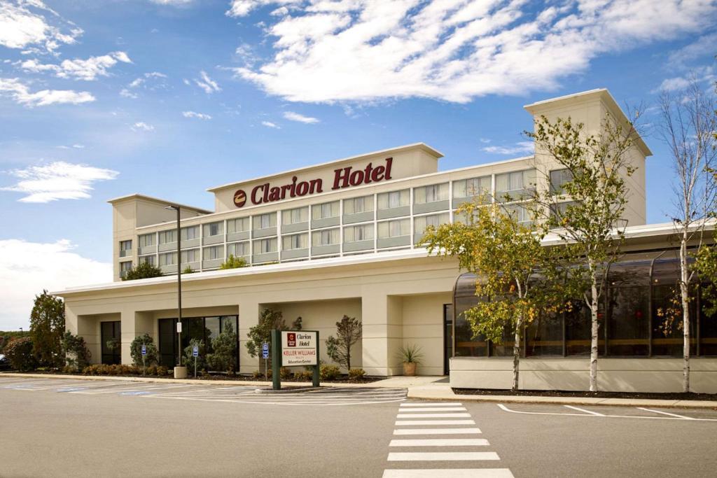 clarion hotel airport portland me. Black Bedroom Furniture Sets. Home Design Ideas