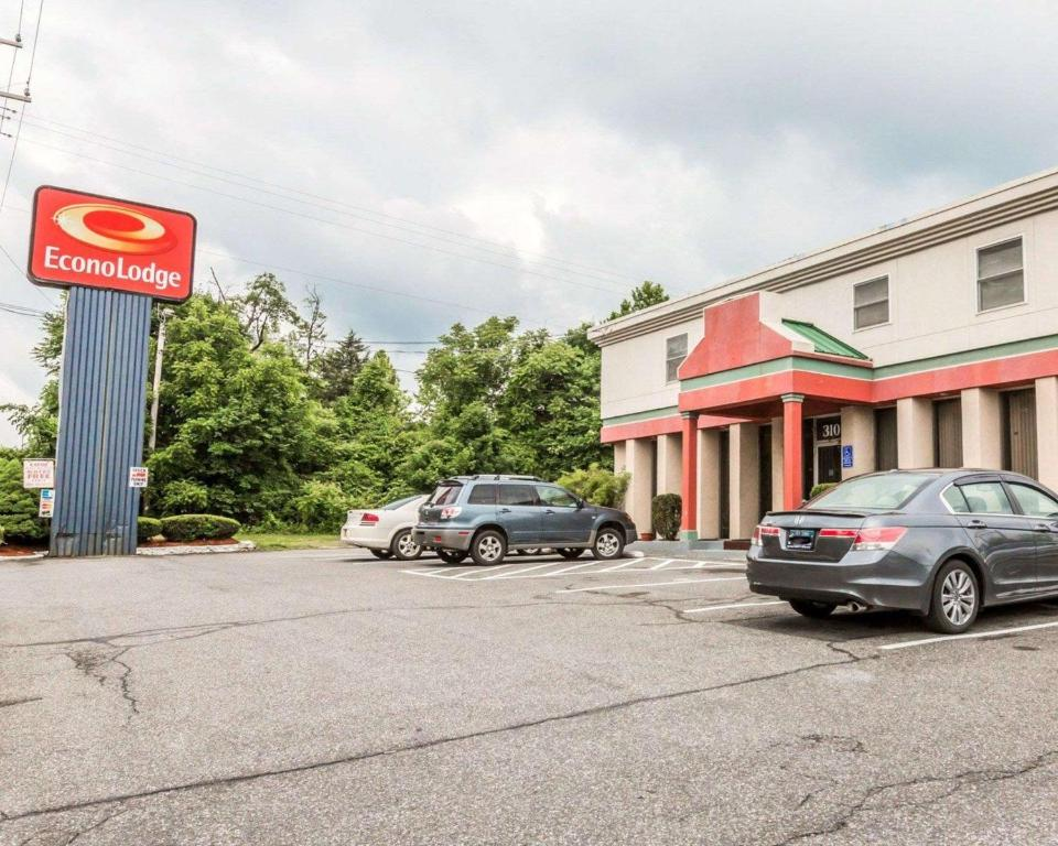 Econo Lodge Motel New Windsor Ny Booking Com