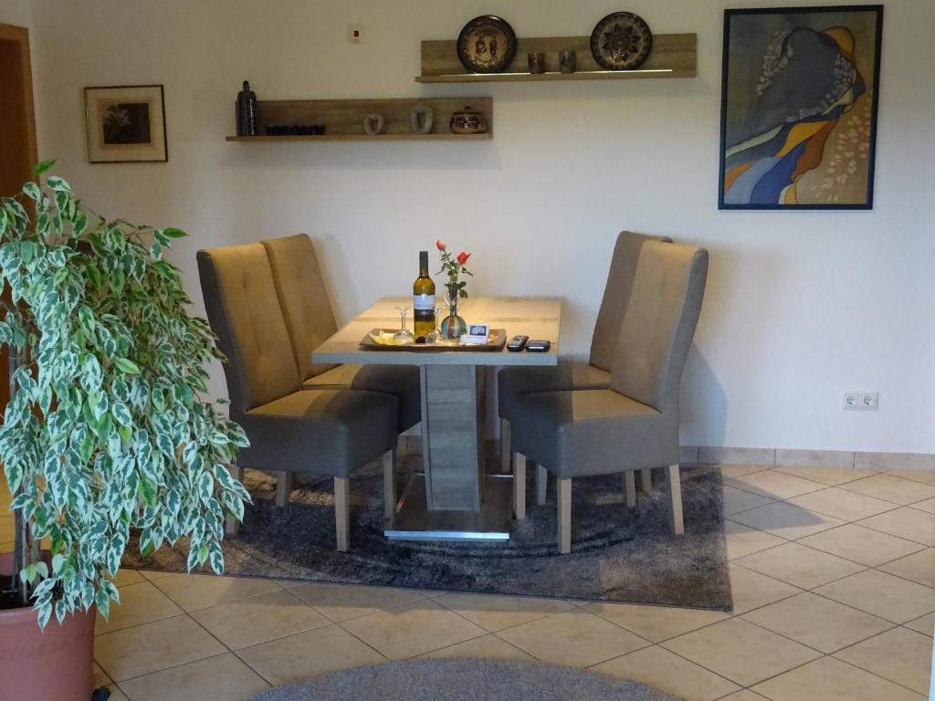 Penny Tiles Badkamer : Apartment ferienwohnung am waldrand bad breisig germany booking.com