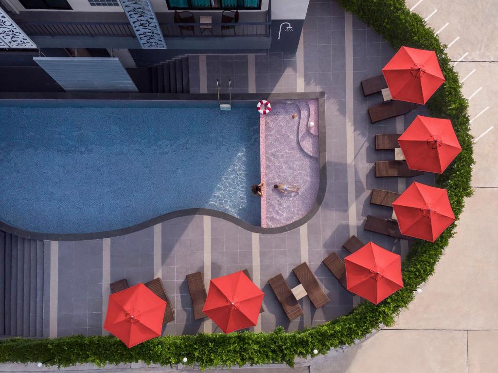 O vedere a piscinei de la sau din apropiere de 8 Icon Ao Nang Krabi