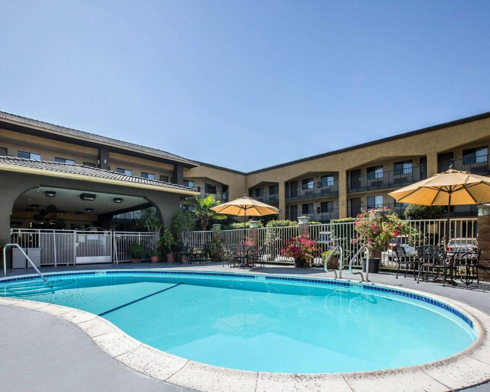 The swimming pool at or near Quality Inn Ontario Airport Convention Center