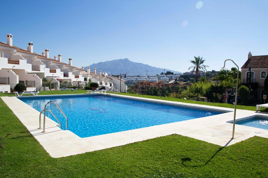 Modern Town House With Sea Views, Estepona – Precios ...