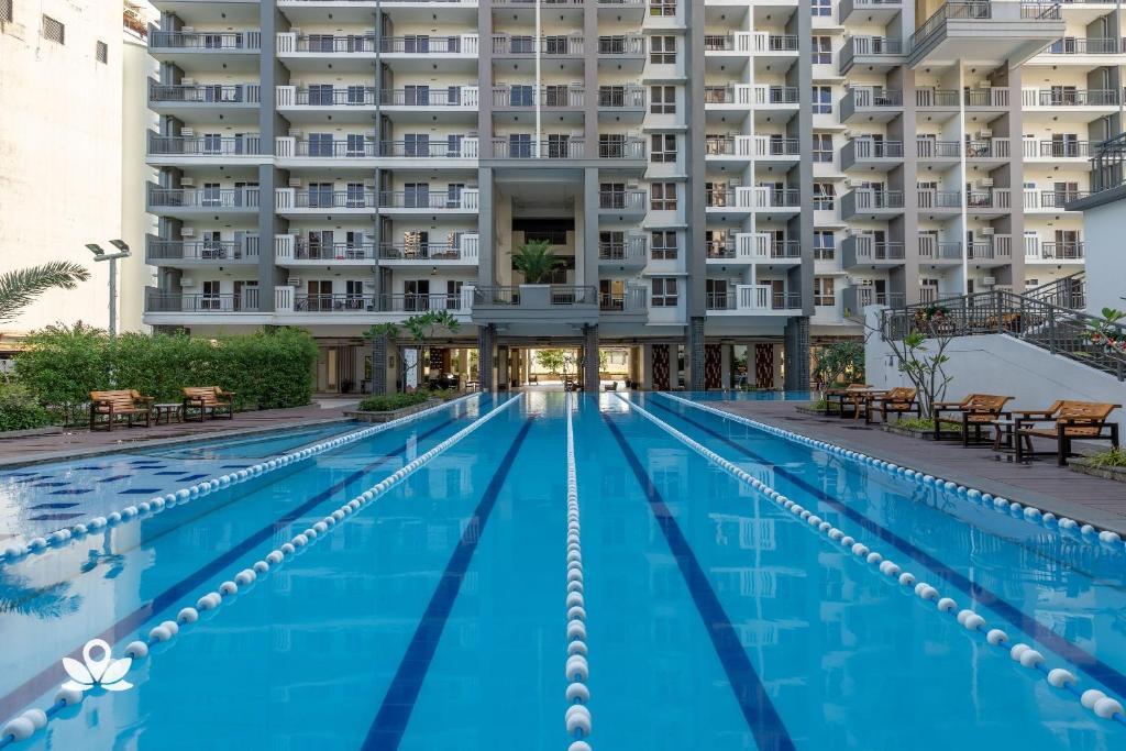 The swimming pool at or near ZEN Rooms Sheridan Mandaluyong