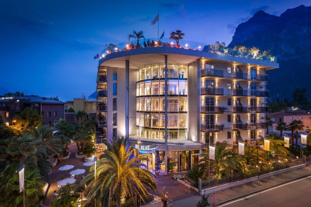 Hotel Kristal Palace Italien Riva Del Garda Booking Com
