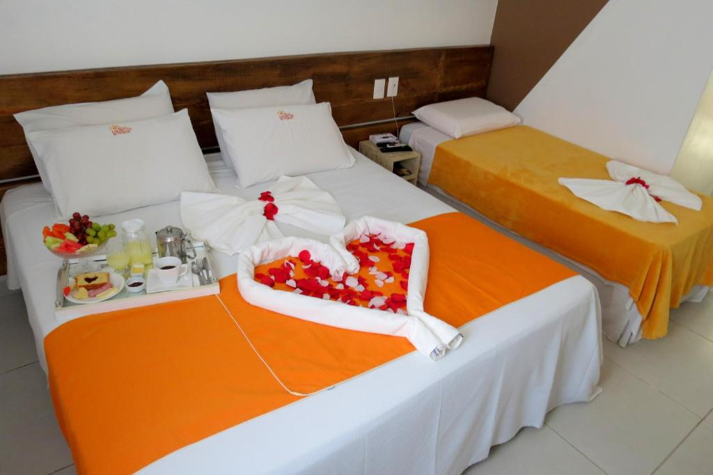 A bed or beds in a room at Hotel Encantos de Penedo