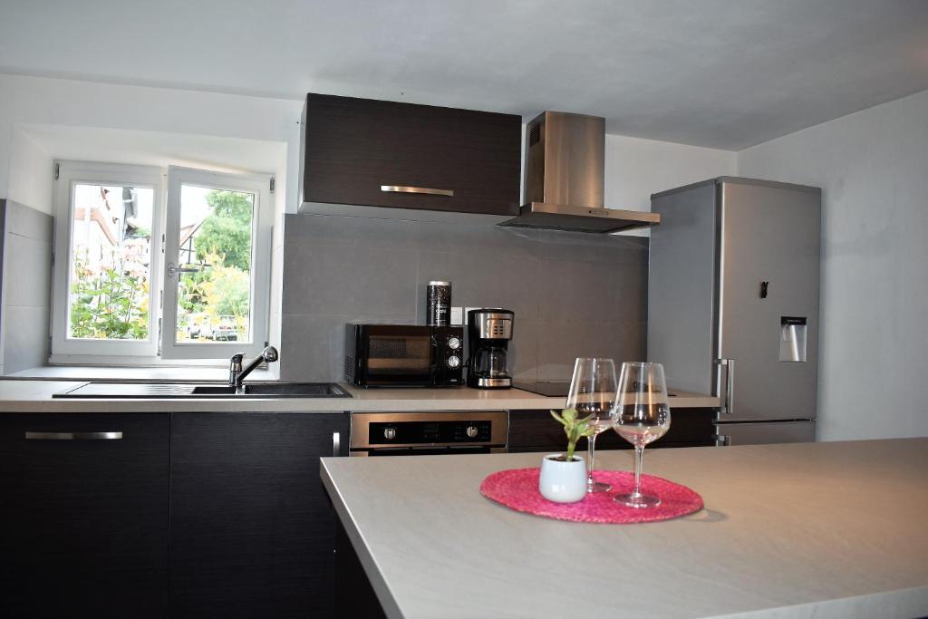 Kuchnia lub aneks kuchenny w obiekcie La petite maison de Vinylous