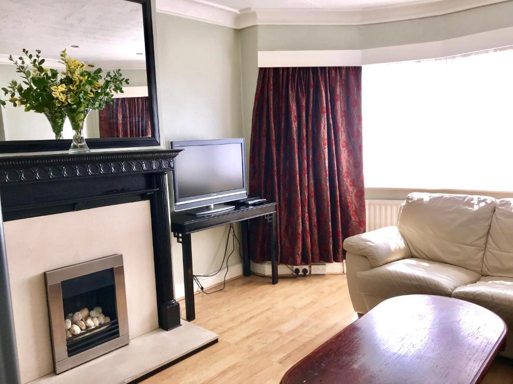 A television and/or entertainment center at London Close to City
