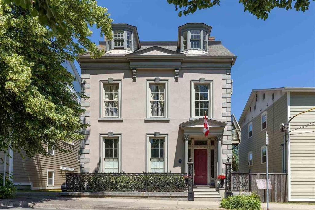 Jonathan McCully Mansion, Halifax, Canada - Booking com