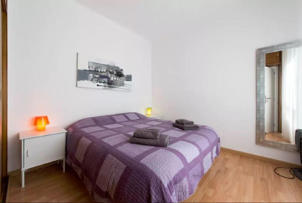A bed or beds in a room at Nice Apartment La Sagrera - in a very Quiet Zone