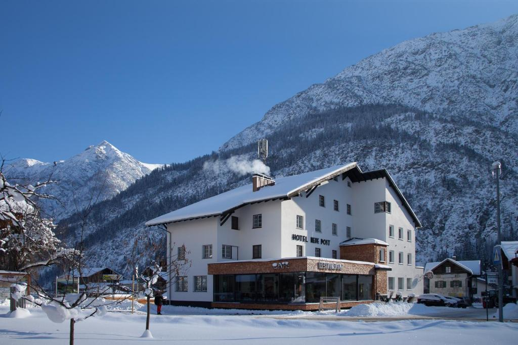 Hotel Neue Post during the winter