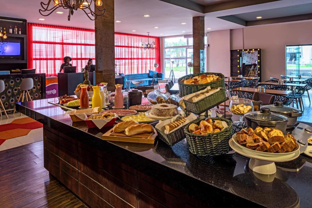 A restaurant or other place to eat at Ibis Styles Ribeirão Preto Braz Olaia