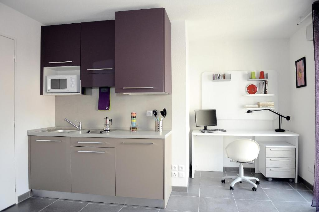 A kitchen or kitchenette at Le Campus