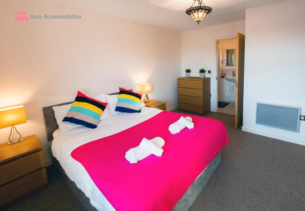 A bed or beds in a room at In The Heart Of Maidenhead