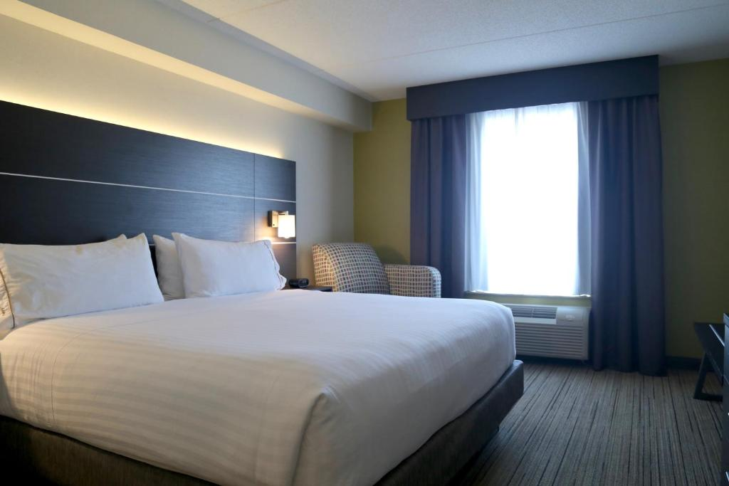 Holiday Inn Express Brampton Canada Booking Com