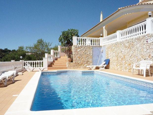 The swimming pool at or near Vale de Rosas Villa Sleeps 8