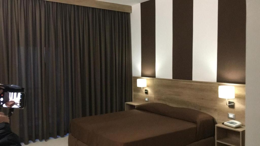 A bed or beds in a room at Hotel Meranda