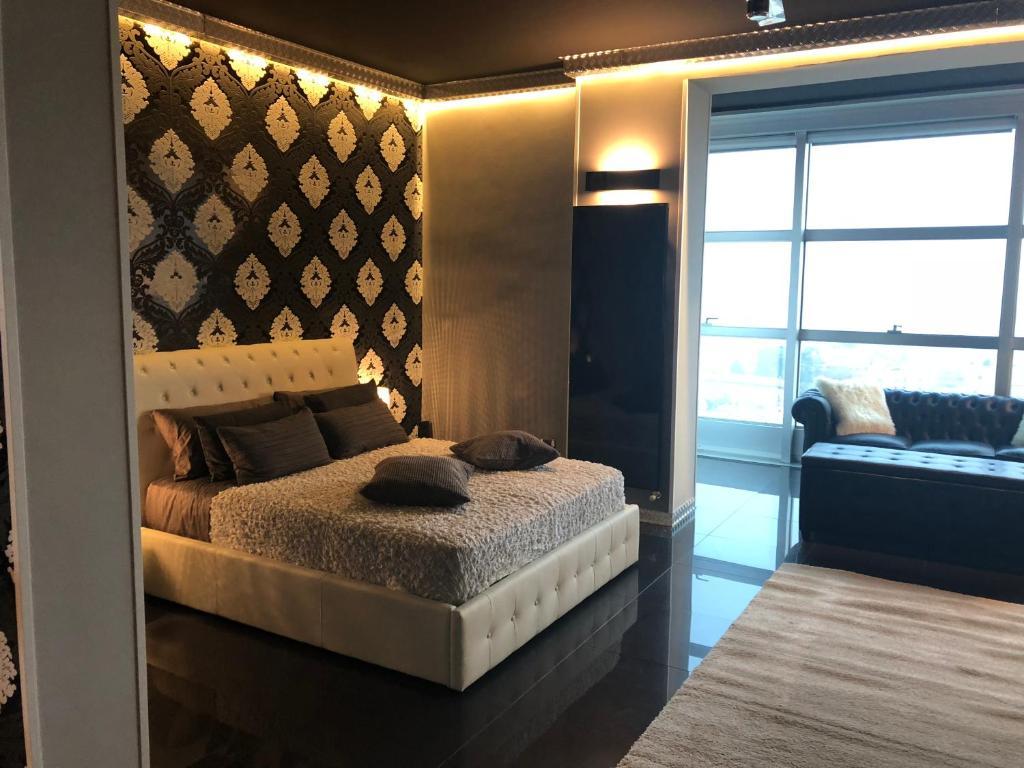 Apartment Luxury Loft Black White Piacenza Italy Bookingcom - Black-and-white-bedroom-property