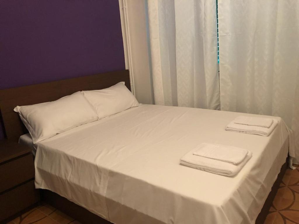 Een bed of bedden in een kamer bij VENICE NIGHT 25