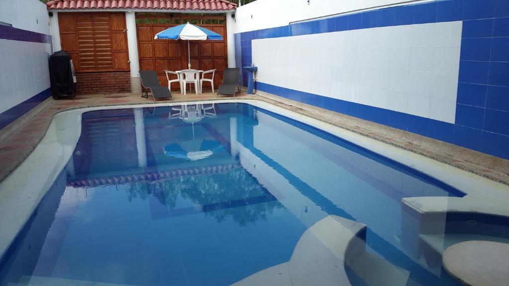 Casa con piscina privada y jacuzzi flandes precios for Apartamentos con piscina privada