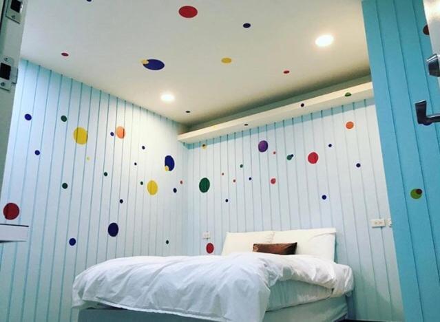 孔雀大旅社房間的床