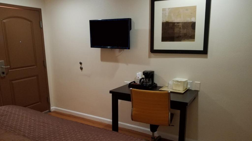Americas Best Value Inn Escondido Ca Booking Com