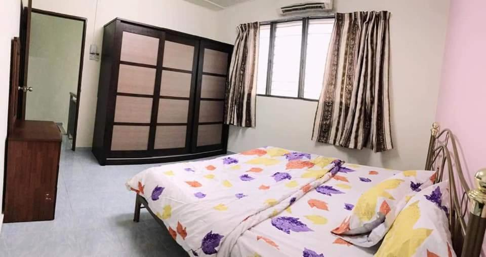 A bed or beds in a room at KK HOMESTAY