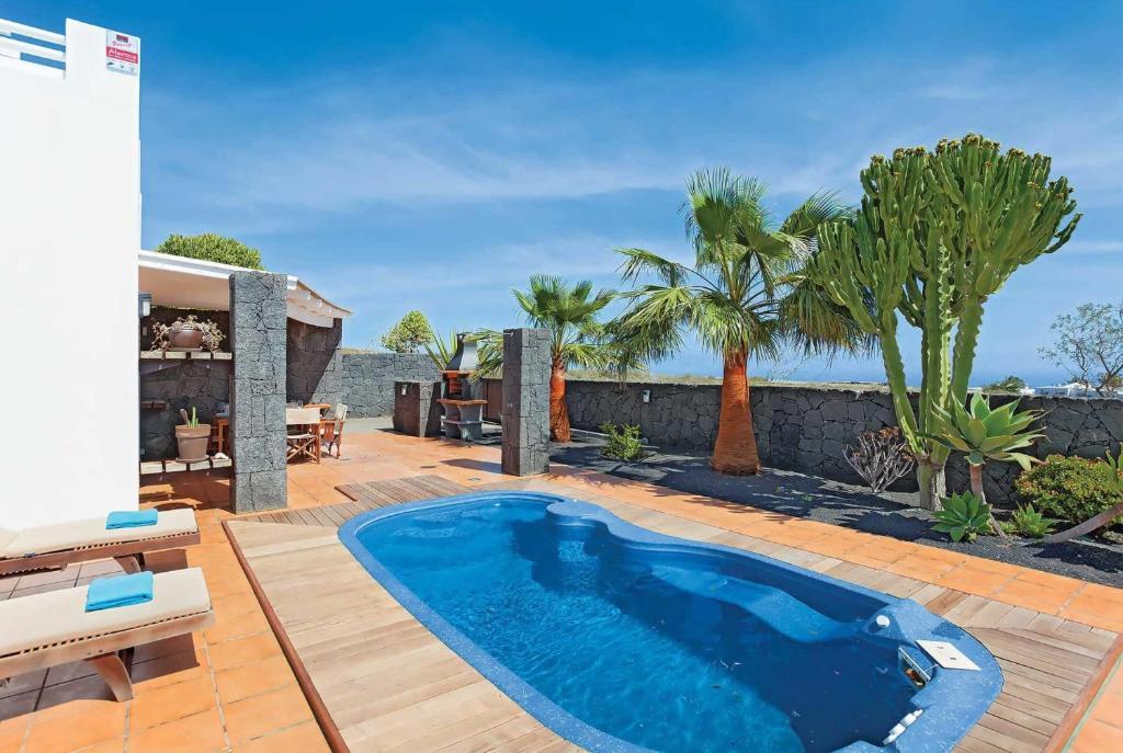 Conil Villa Sleeps 6 Air Con WiFi, Spain - Booking.com