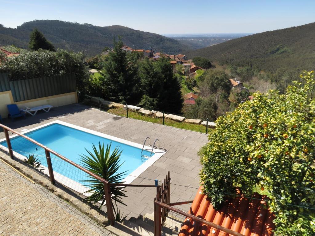 A view of the pool at Quinta da Gaiya or nearby