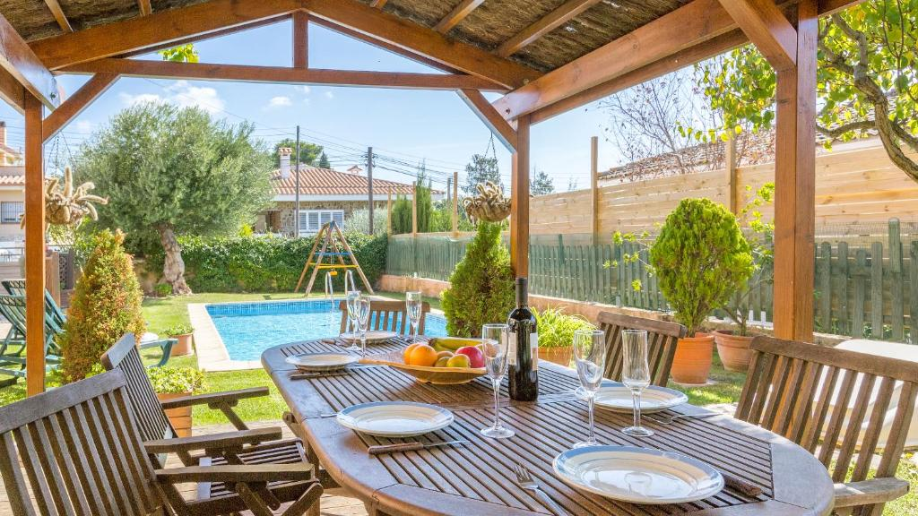 Tordera Villa Sleeps 8 (España Tordera) - Booking.com