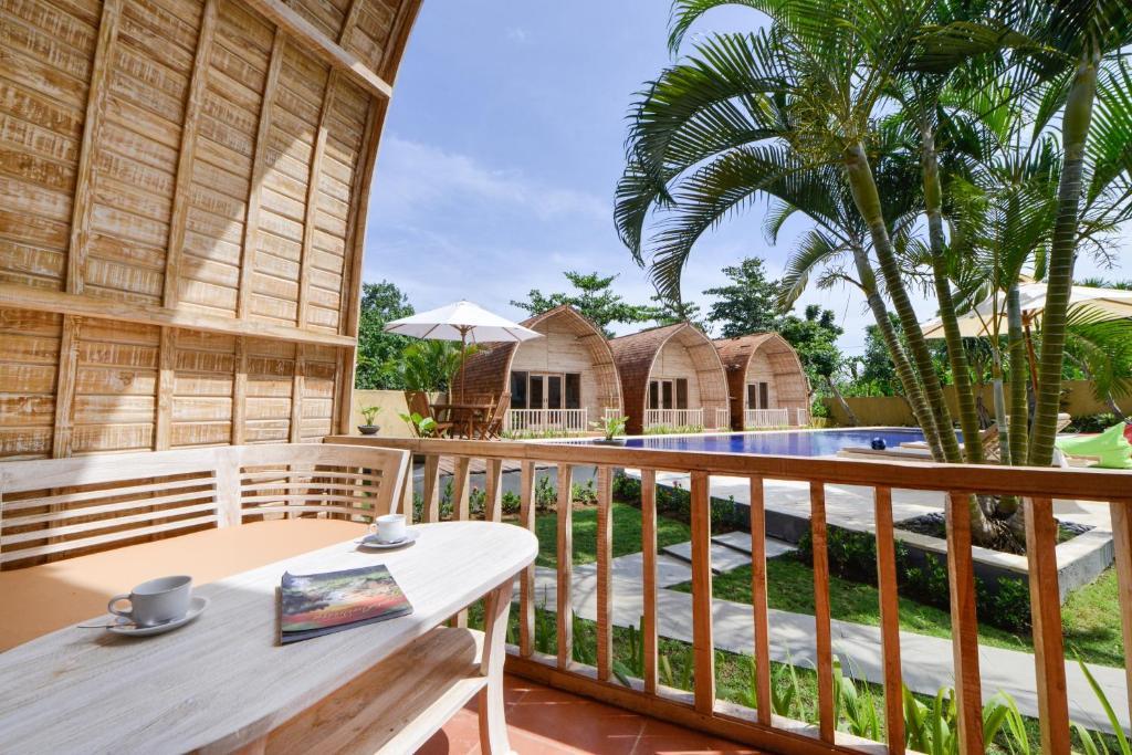 A balcony or terrace at Villa Del Mar Canggu