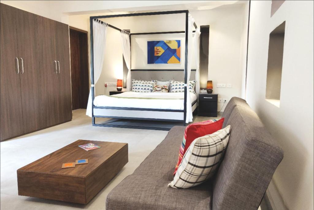 A bed or beds in a room at Casa Chhabra