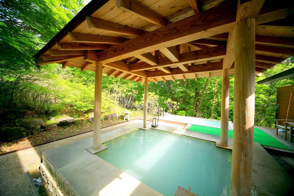 ポイント3.奥日光の自然アートを楽しむ温泉