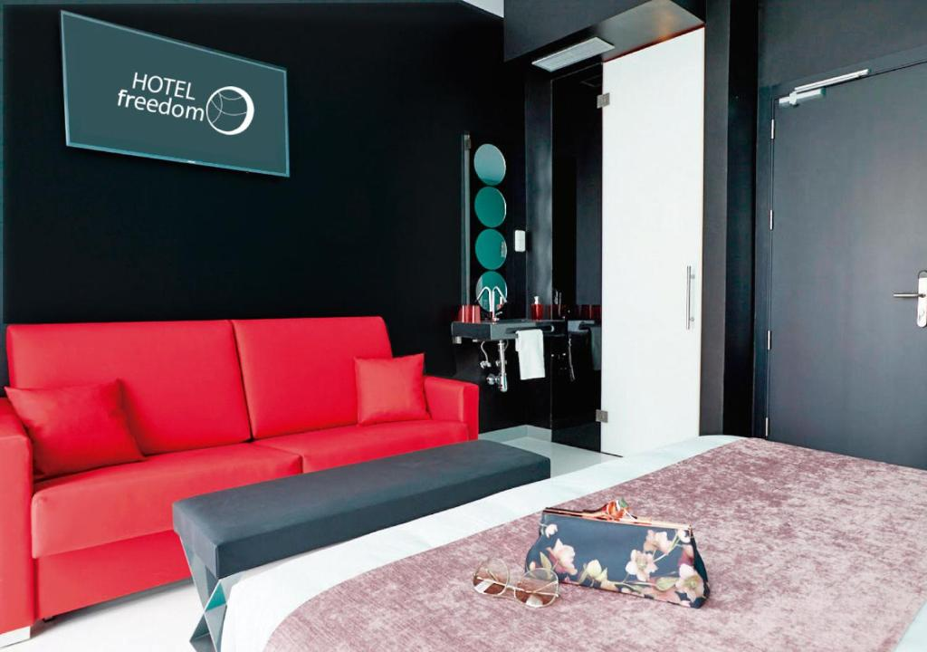 A bed or beds in a room at Hotel Freedom