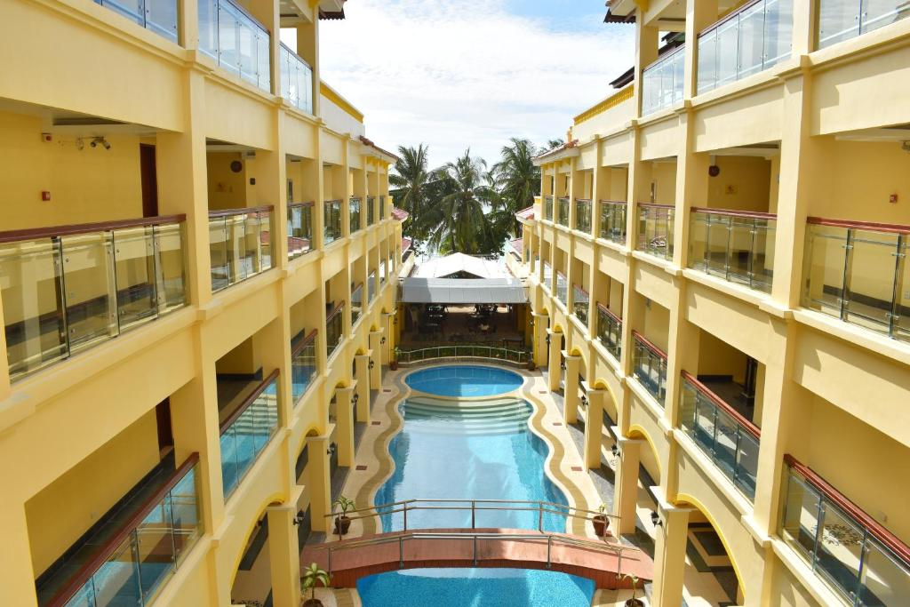 長灘島金鳳凰酒店游泳池或附近泳池的景觀