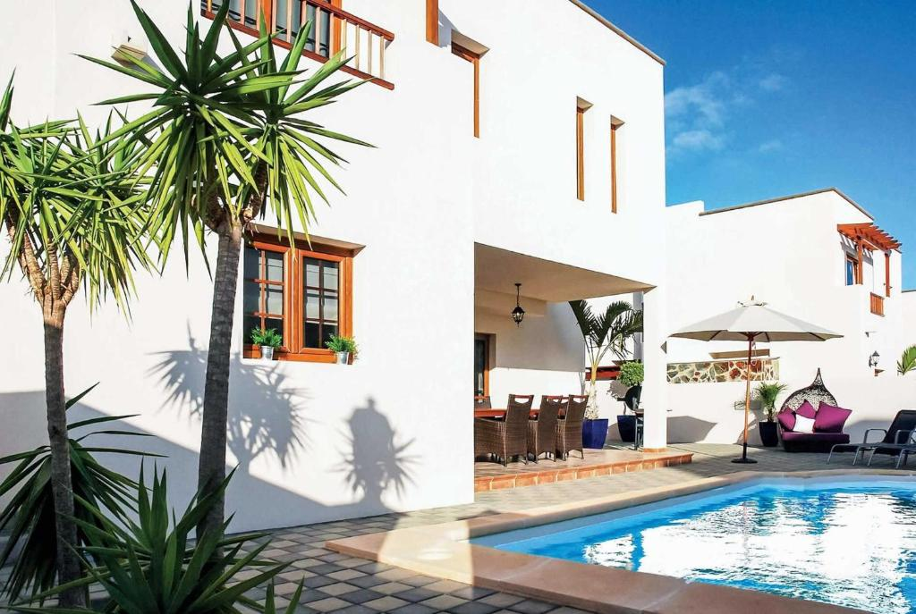 Costa Teguise Villa Sleeps 6 Pool Air Con WiFi, Costa ...
