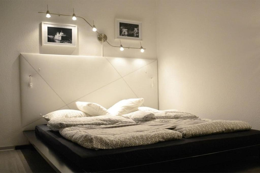 A bed or beds in a room at Szőcs Apartment I. (80sqm, fully equipped+balcony)
