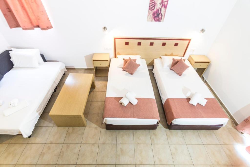 Ένα ή περισσότερα κρεβάτια σε δωμάτιο στο Lindos Blue Sky