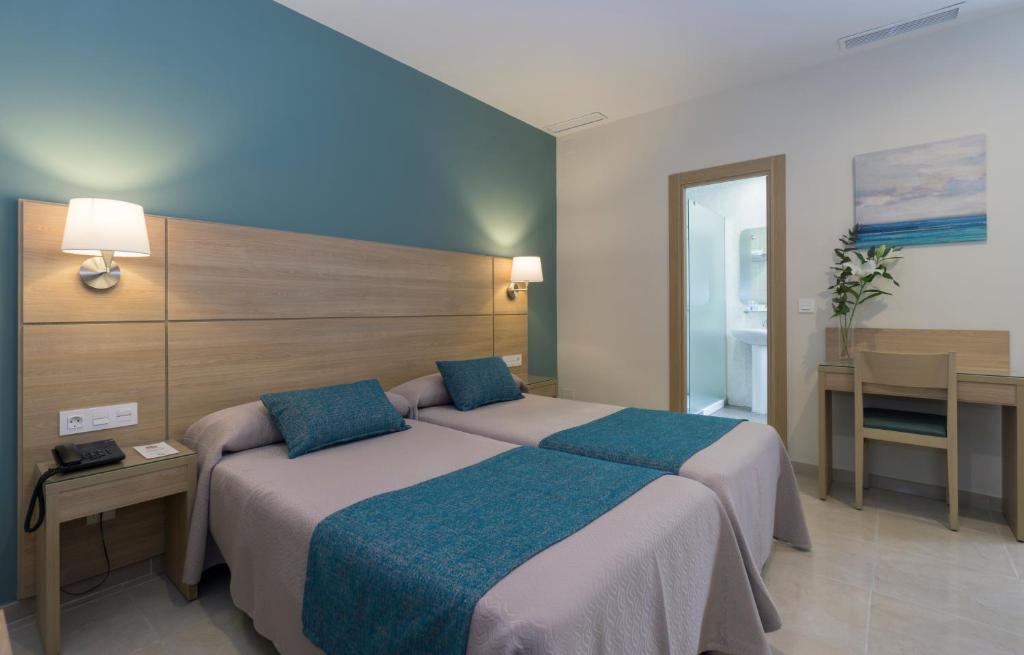 Letto o letti in una camera di Hotel Sur Málaga