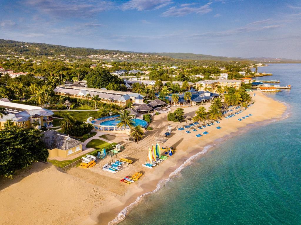 A bird's-eye view of Jewel Runaway Bay Beach & Golf Resort