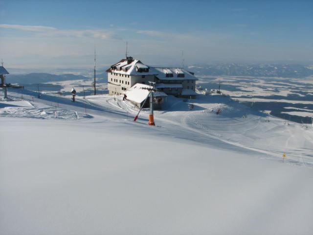 Dom na Krvavcu during the winter