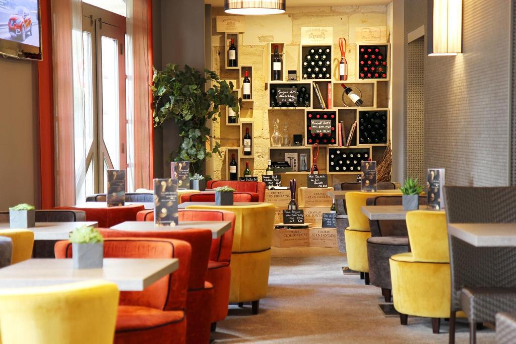 The lounge or bar area at Best Western Plus Bordeaux Gare Saint-Jean