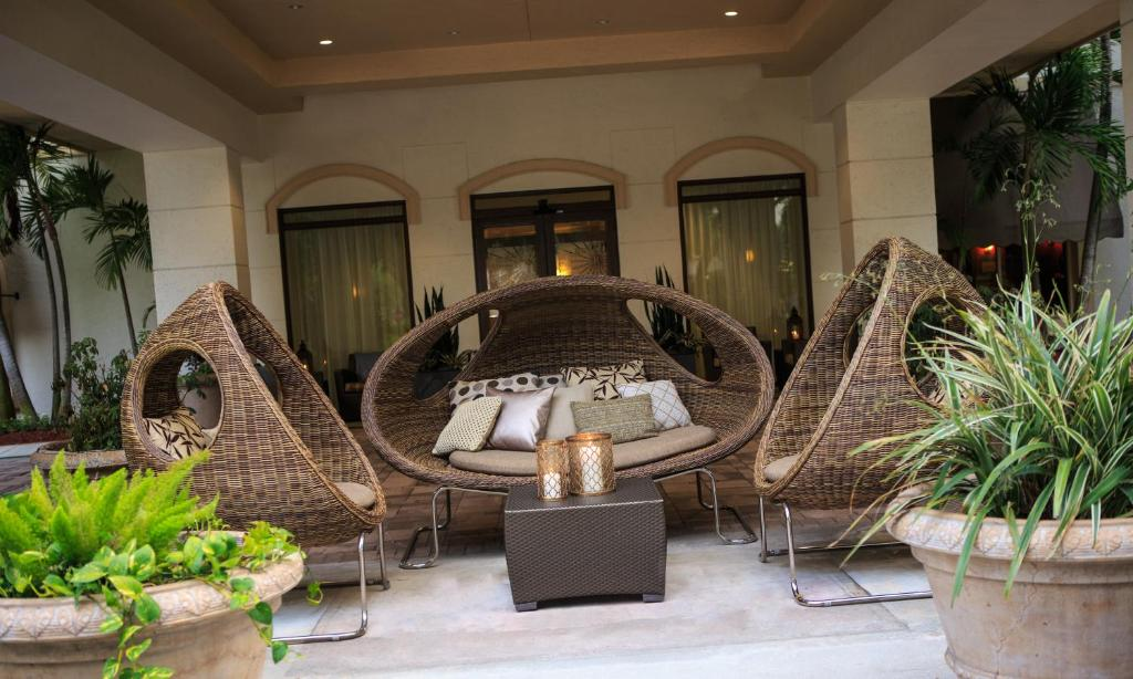 A Seating Area At Renaissance Boca Raton Hotel