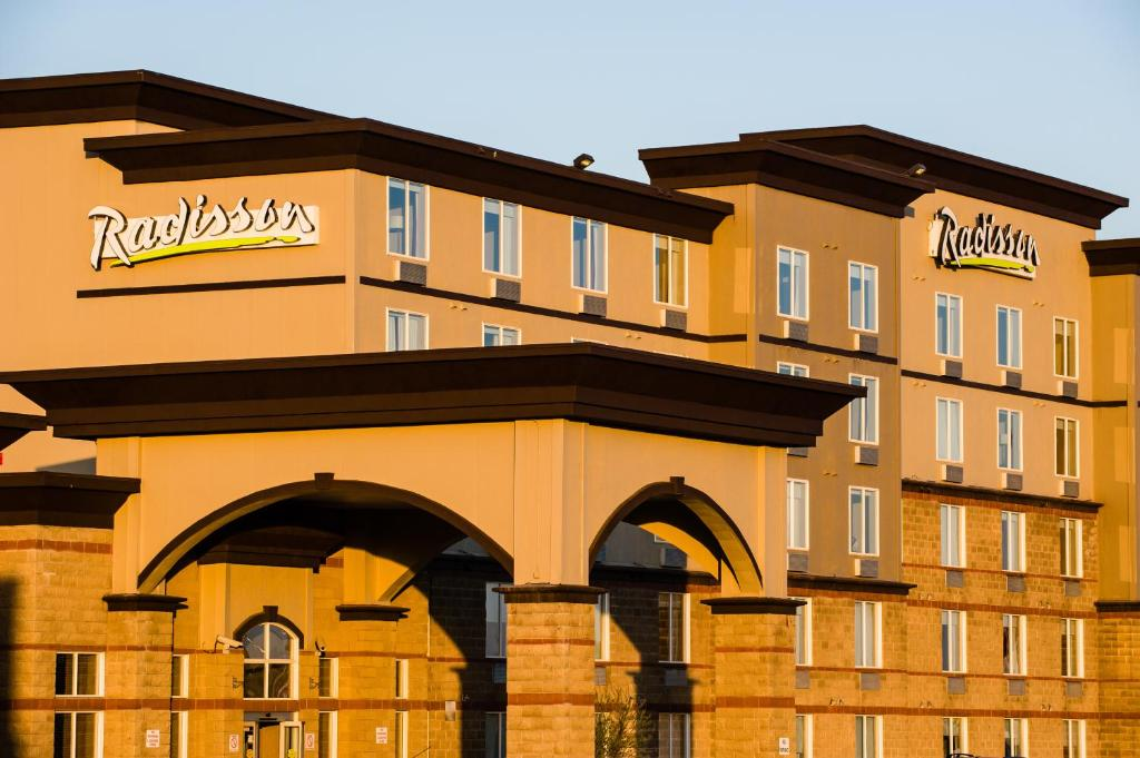 Radisson Hotel Suites Fort Mcmurray Reserve Now Gallery Image Of This Property