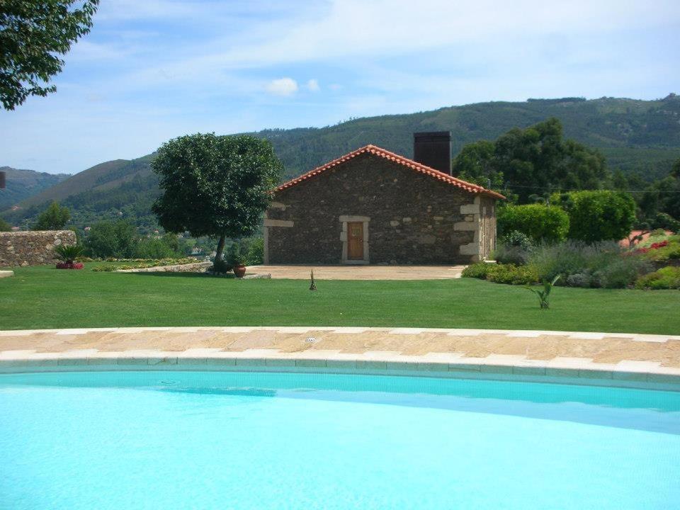 The swimming pool at or near Quinta Bouça da Casa